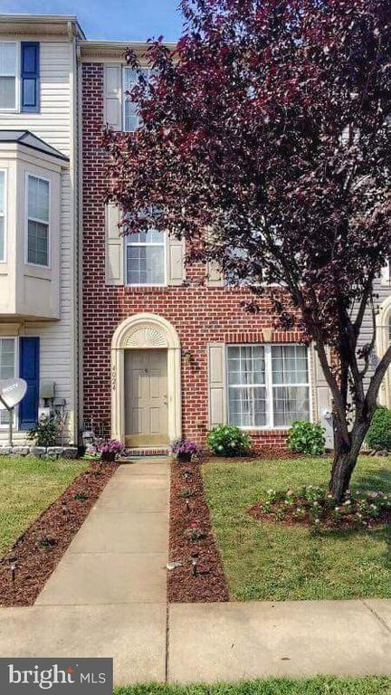 COMPLETELY UPDATED TOWNHOUSE FOR RENT.  MASTER SUITE ON THE THIRD FLOOR.  LARGE MASTER SUITE,  GRANITE COUNTERS,  FENCED YARD,  PLENTY OF CLOSET SPACE, READY IN MID OCTOBER