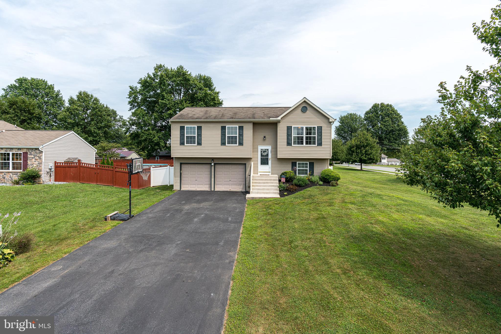 102 OVERLOOK DRIVE, BAINBRIDGE, PA 17502