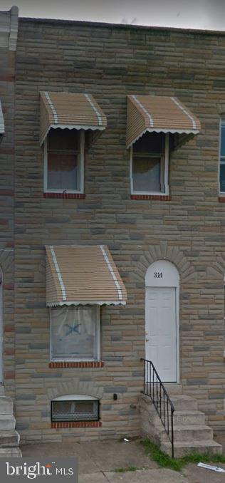 Investment property, tenant occupied, great return. Monthly rent $700. Property is 1 of 14 property portfolio w/gross monthly revenues of $12,150. Ground rent to be verified by buyer. Contact listing agent for rent roll.