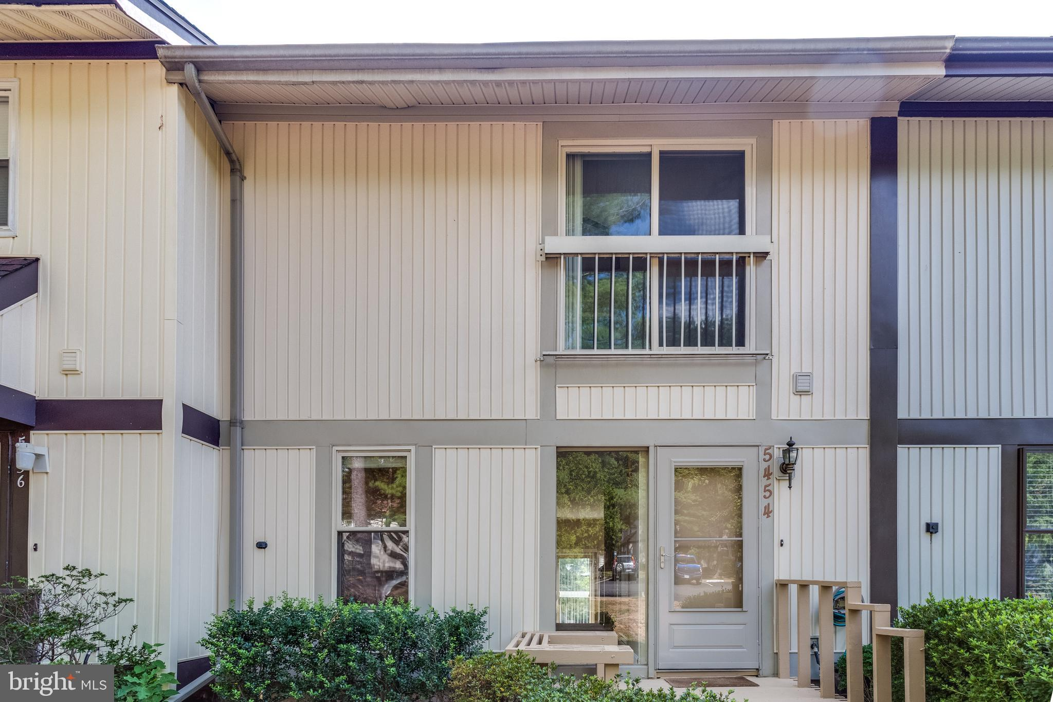 """Beautiful and spacious townhouse in prime Burke location. This home features high ceilings, refreshed paint throughout, stainless steel appliances, 42"""" kitchen cabinets, recently replaced roof, walkout basement, huge laundry and storage area and much more. Close to VRE, 495 & Fairfax county Pkwy. Walk to lake, dog park, and tot lots."""