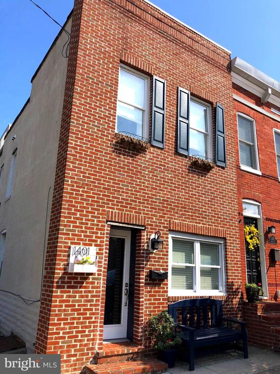 Don't miss your opportunity to own this brick front end unit in Locust Point!  First Floor boasts hardwood floors through-out an open floor plan with a 1/2 bath and a beautiful eat-in Gourmet Kitchen.  2nd Level has a master bedroom with it's own private bath and 2nd bedroom is adjacent to another full bath.  Enjoy your time outside taking in all the sights of the city on the roof top deck that includes a lower level deck landing area.
