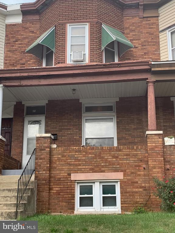 Great Investment opportunity on nice street. Highlighted features: Newer furnace and water heater, replacement windows, large floorplan. Sold As-IS.