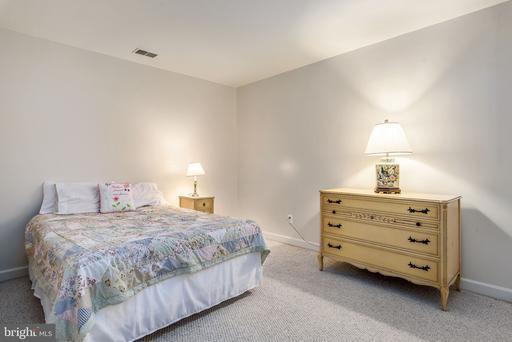 5010 Devin Green Ln, Fairfax 22030