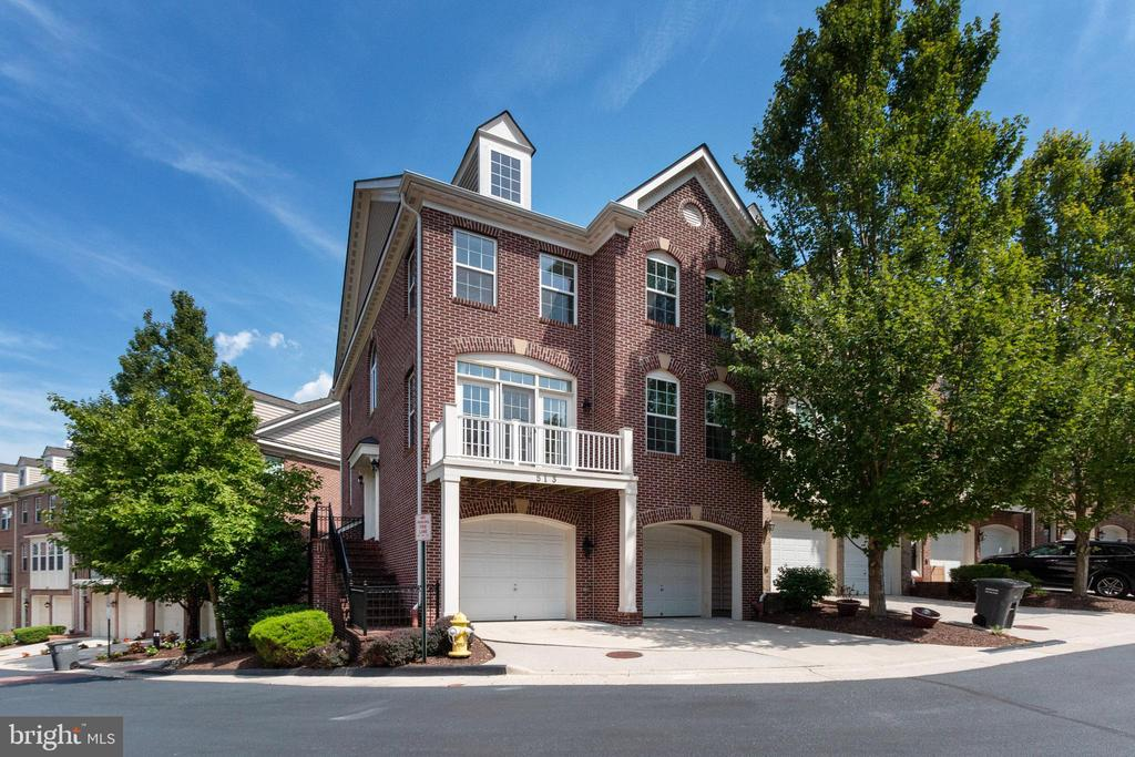 513 Triadelphia Way, Alexandria, VA 22312