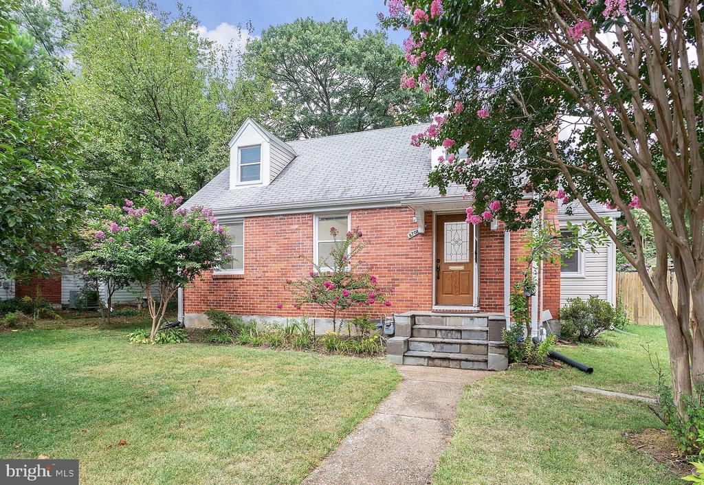 6708 Farragut Ave, Falls Church, VA 22042