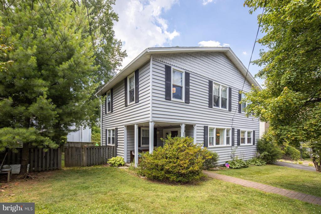 One of Arlington 5 Bedroom Homes for Sale at 6410  22ND STREET N