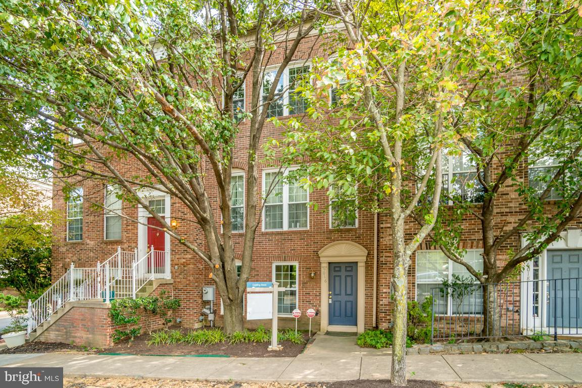 4 levels & 2-car garage. Vaulted ceilings in MBR w/ spacious walk-in closet. Fresh paint & new carpet. Open main level w/ hardwood floors & tall ceilings. 3 1/2 baths. Great location just off I-395 and close to restaurants, shopping and more.