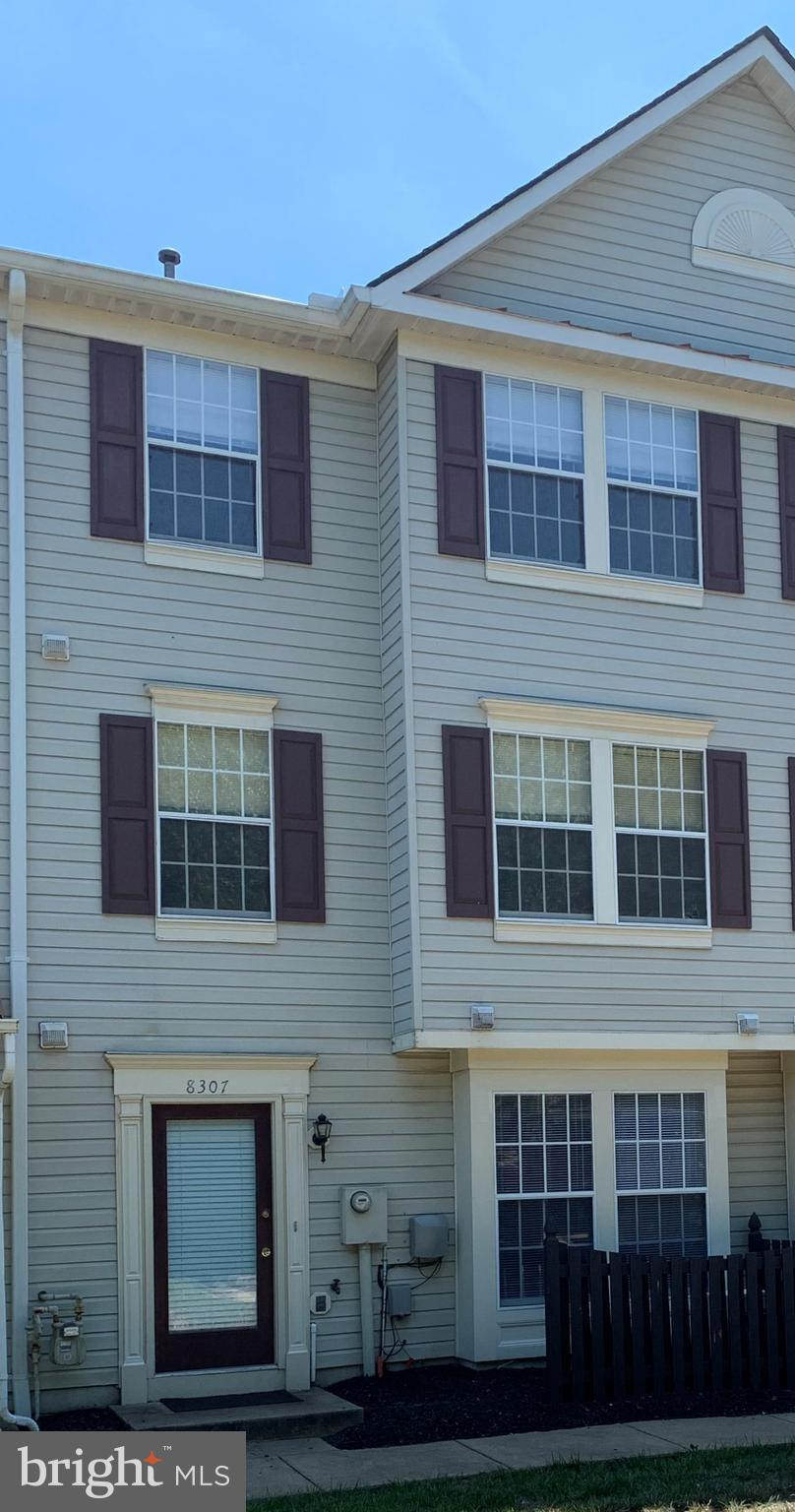 Gorgeous town-home style 3 level Condo unit with huge master bedroom. Very well maintained. Water, pool, fitness center & party room covered in condo fee. Dream location, minutes to I-95, Rt-1, Amtrak & VRE. Great schools. Best of all, priced to sell!