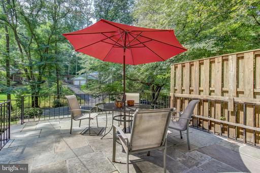 8512 Forest St, Annandale, VA 22003