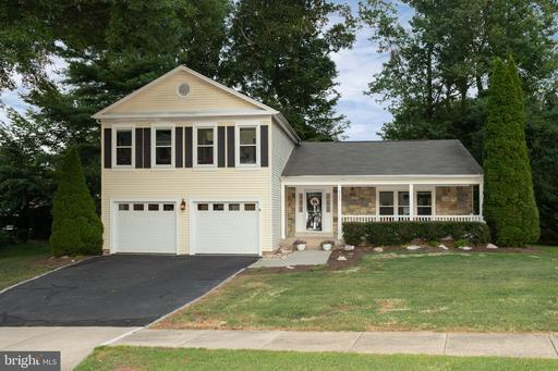 9595 Burnt Oak Dr, Fairfax Station, VA 22039