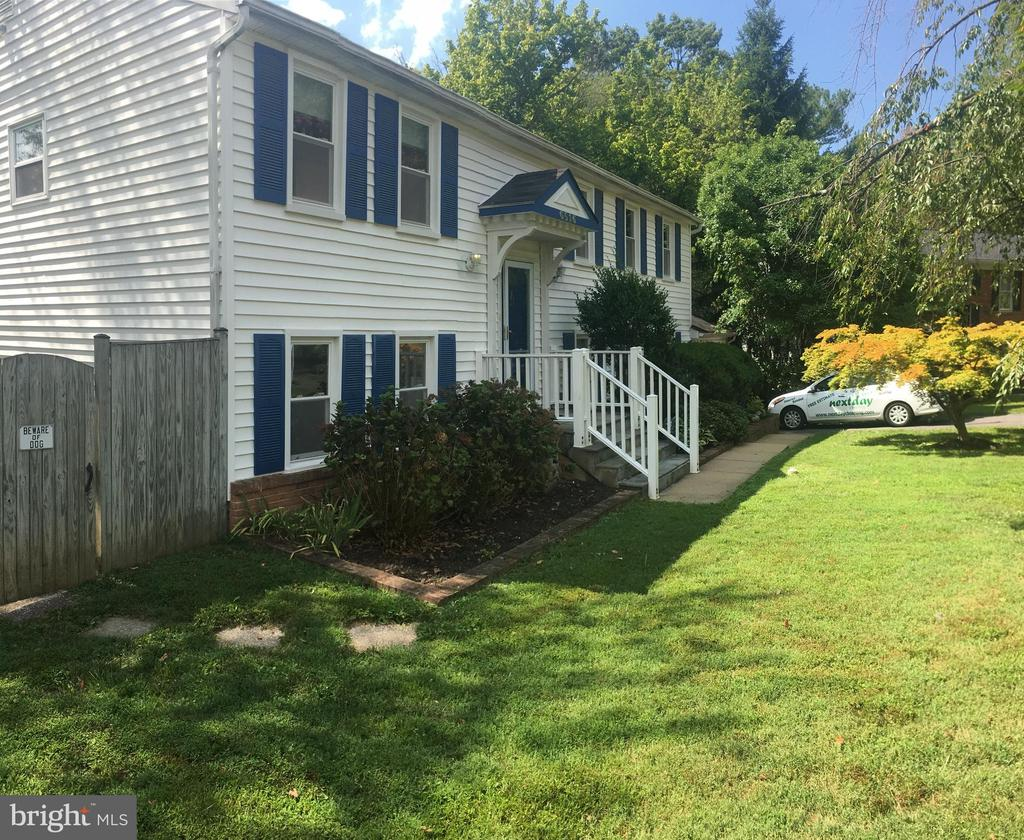 6516 Cape Ct, Falls Church, VA 22043