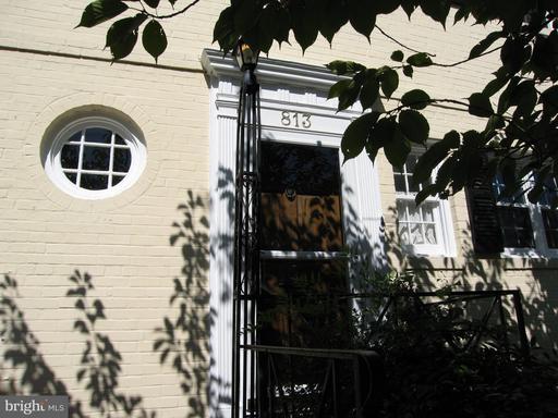 Photo of 813 S Fairfax St
