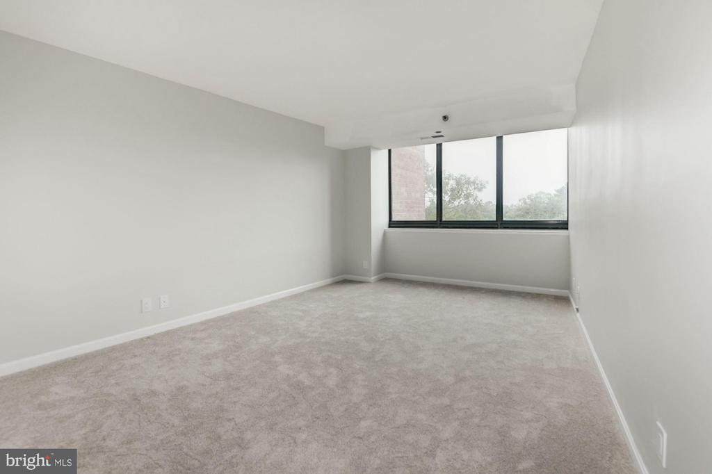 Photo of 1805 Crystal Dr #411s