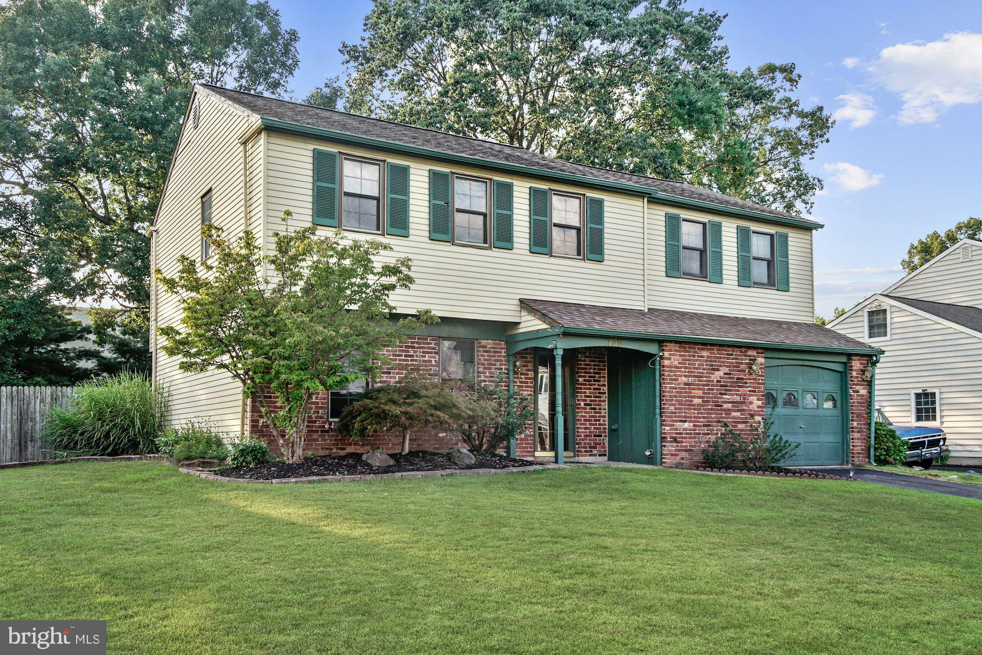735 FAIRBRIDGE DRIVE, FAIRLESS HILLS, PA 19030