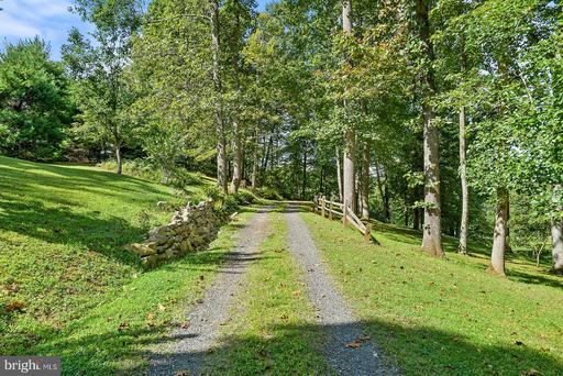 60 Thorns Mill Run Ln Amissville VA 20106