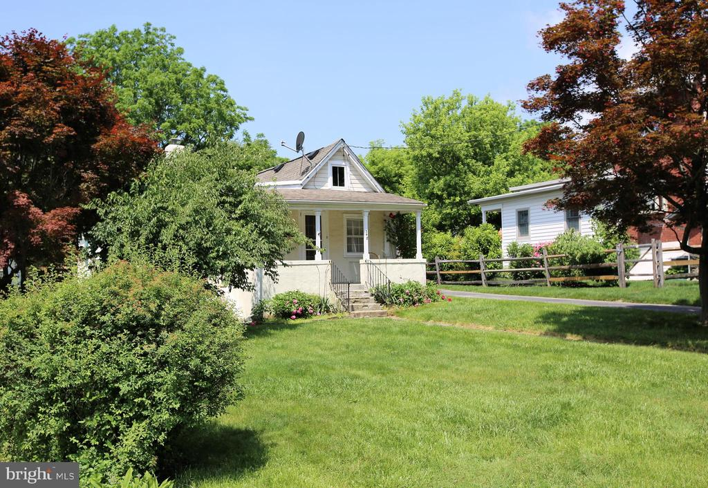 Cute single home in Easttown - great alternative to condo or townhouse living, this charming home has it all for you, including: T/E school district, you can walk to T/E Middle  & Conestoga Highschool! It is also a short walk to the Devon or Berwyn train station, as well as to Haendels Icecream and other local restaurants. Sit on your large & inviting porch and take it all in.... Two large bedrooms and one full bathroom, newly remodeled full kitchen with stainless steel appliances and granite counter tops, dining room and good size living room with beautifully freshly refinished hardwood floors. Brand new air conditioner was installed in July of 2019! Entire house was repainted at the same time. This charming home in a great neighborhood sits in a cul-de-sac and has a good size side yard as well as front yard. There is a full size basement that can be used for additional storage. Also included is a shed to the side of the yard. Come tour this property and make it your new home!