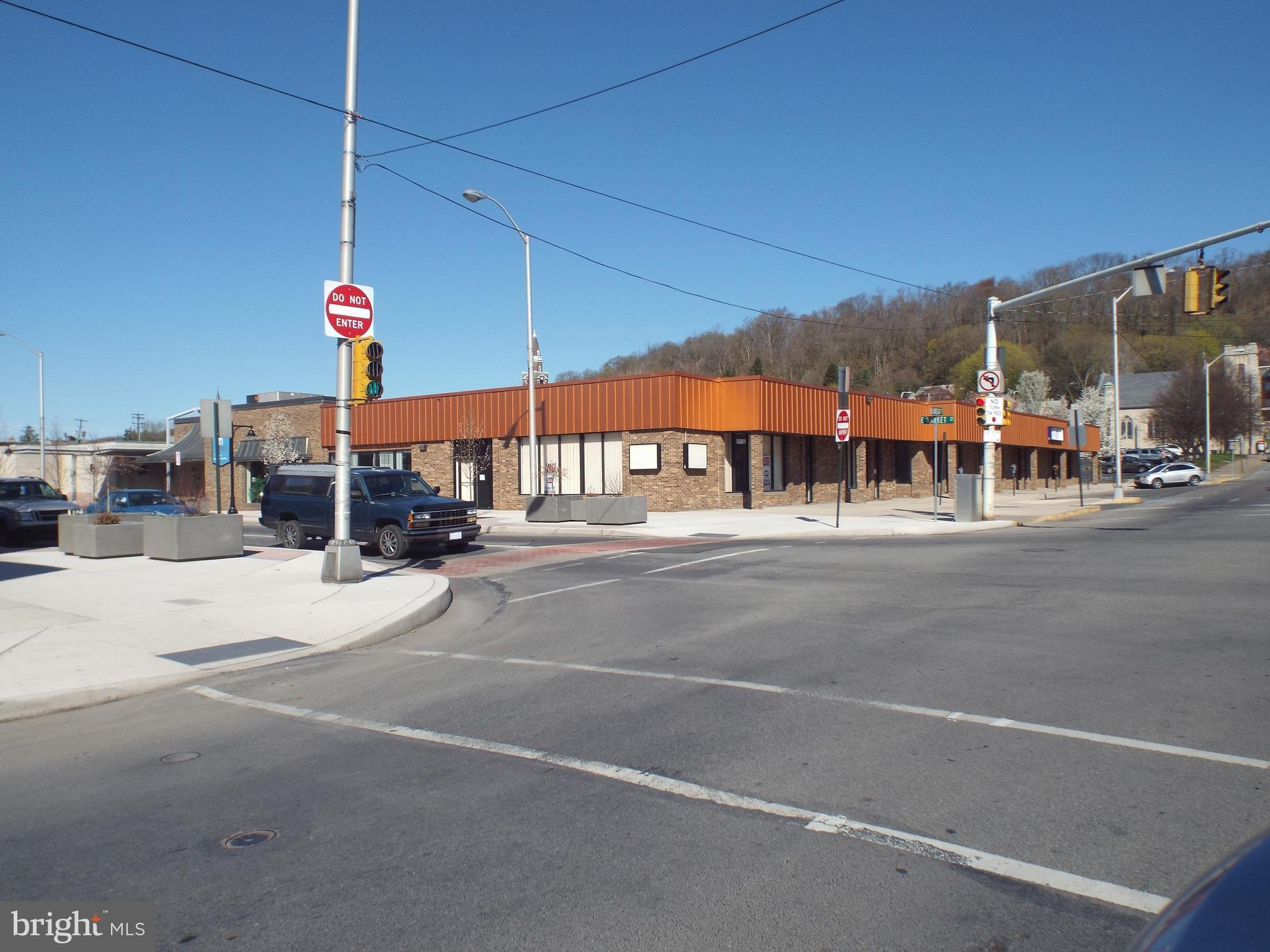 152 E MARKET STREET, LEWISTOWN, PA 17044