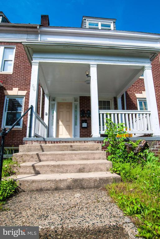 Newly finished basement level apt.  2 bedrooms or 1 bedroom with living or office space.  Walking distance to Hopkins U and Memorial Hospital.