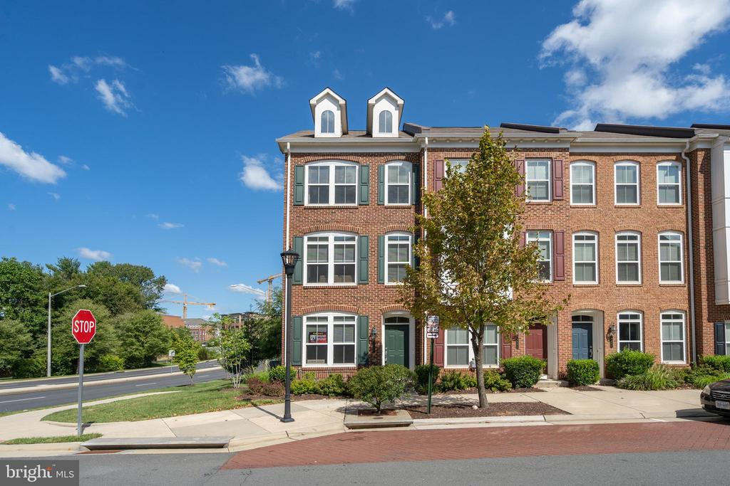 9480 Canonbury Sq, Fairfax, VA 22031