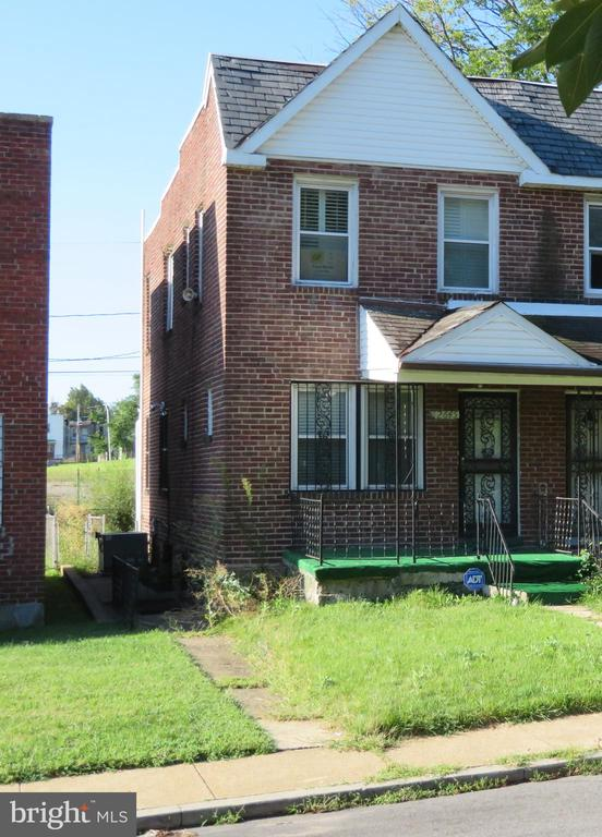 Moderately traveled street. End unit property larger than others in the block, Central air conditioner, enclosed rear porch. stair lift to each floor. Previous lower level apartment.