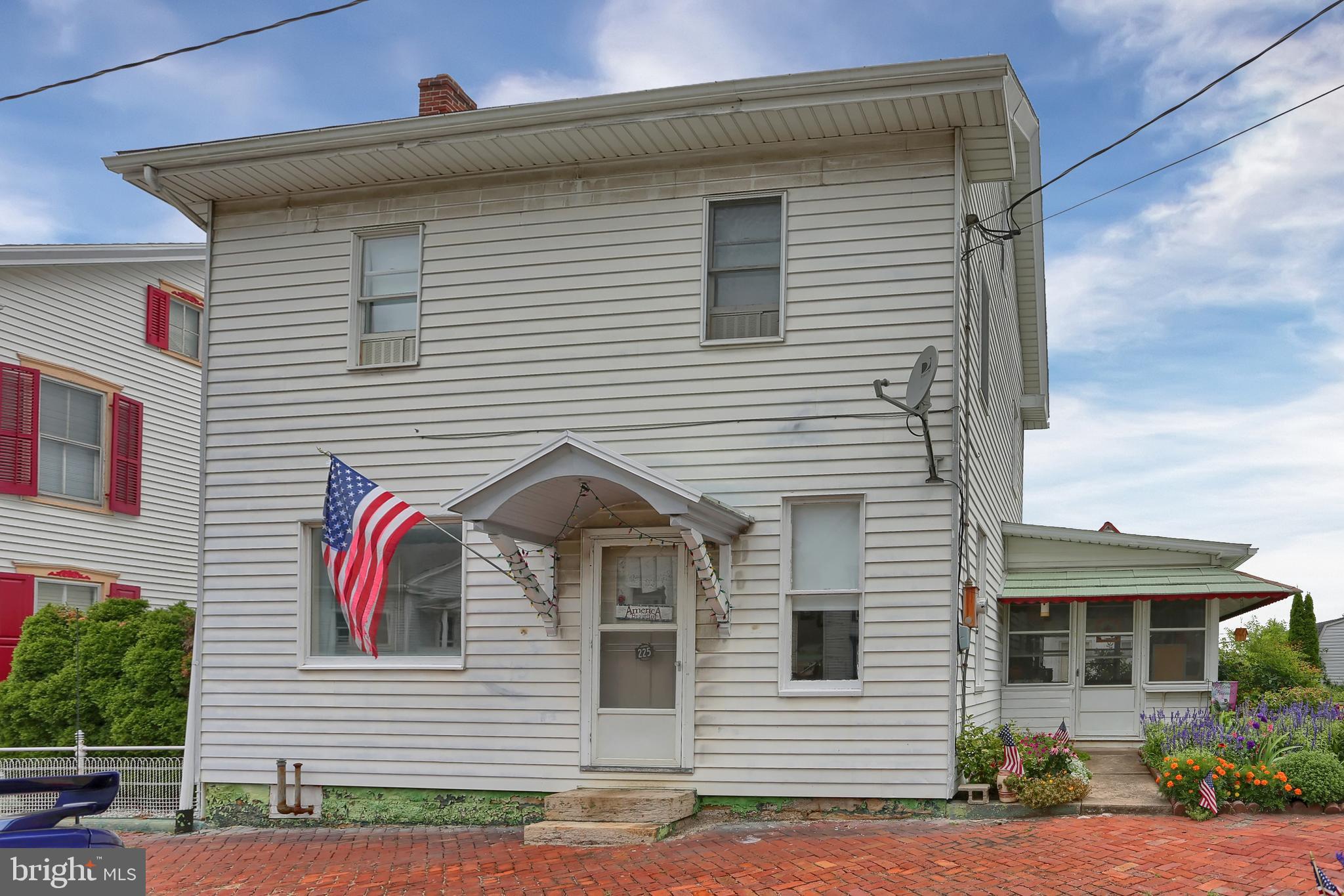 225 W MAIN STREET, ELIZABETHVILLE, PA 17023