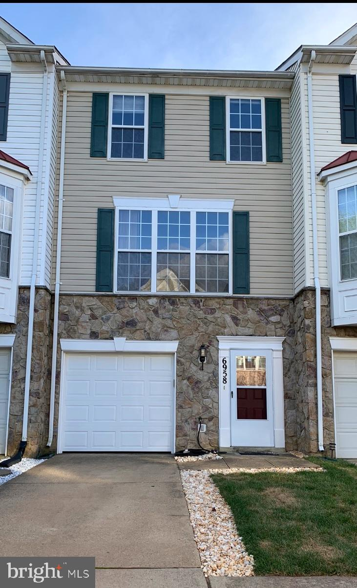 Bright and spacious 3BR & 3.5 Bth one car garage Town home, in the heart of Kingstowne. Commuters dream, mins away from metro and major routs. Walking distance to shops and restaurants. Entry LVL features large foyer & 3rd BDR with FBTH. Main LVL includes large LR/DR w/ HBTH , gas FP & glass door leading to custom deck, specious eat-in KIT w/ stainless steel appliances. Upper LVL features MBR w/ vaulted ceiling, fan, 2 closet & MBA , 2nd MBR w/ 2 closet & FBTH. Notice the recessed lighting through-out.~ ~~