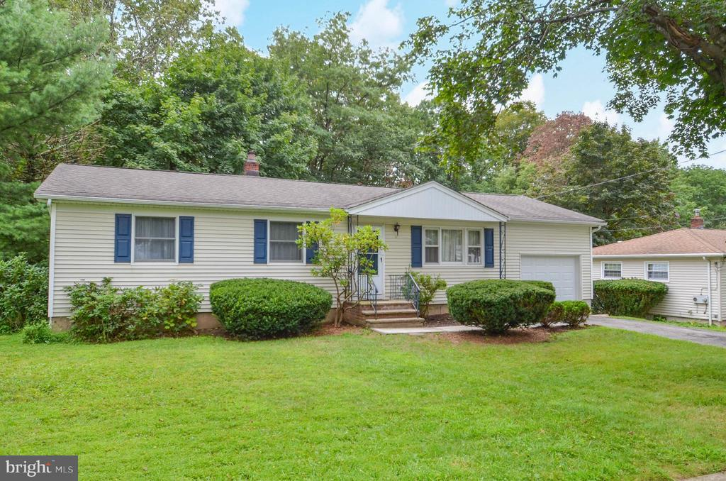 9 Rosemont Road, Oak Ridge, NJ 07438
