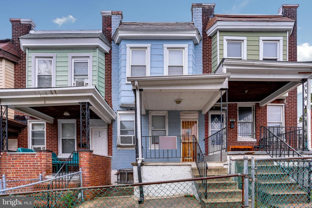 Very nice large 3BR house with a finished basement. Make this house a complete move-in package. Was recently rented to a tenant. Strong rents around $1200 in the area.