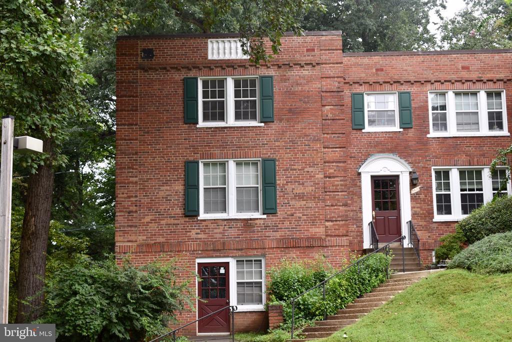 1821 N Rhodes St #4-270