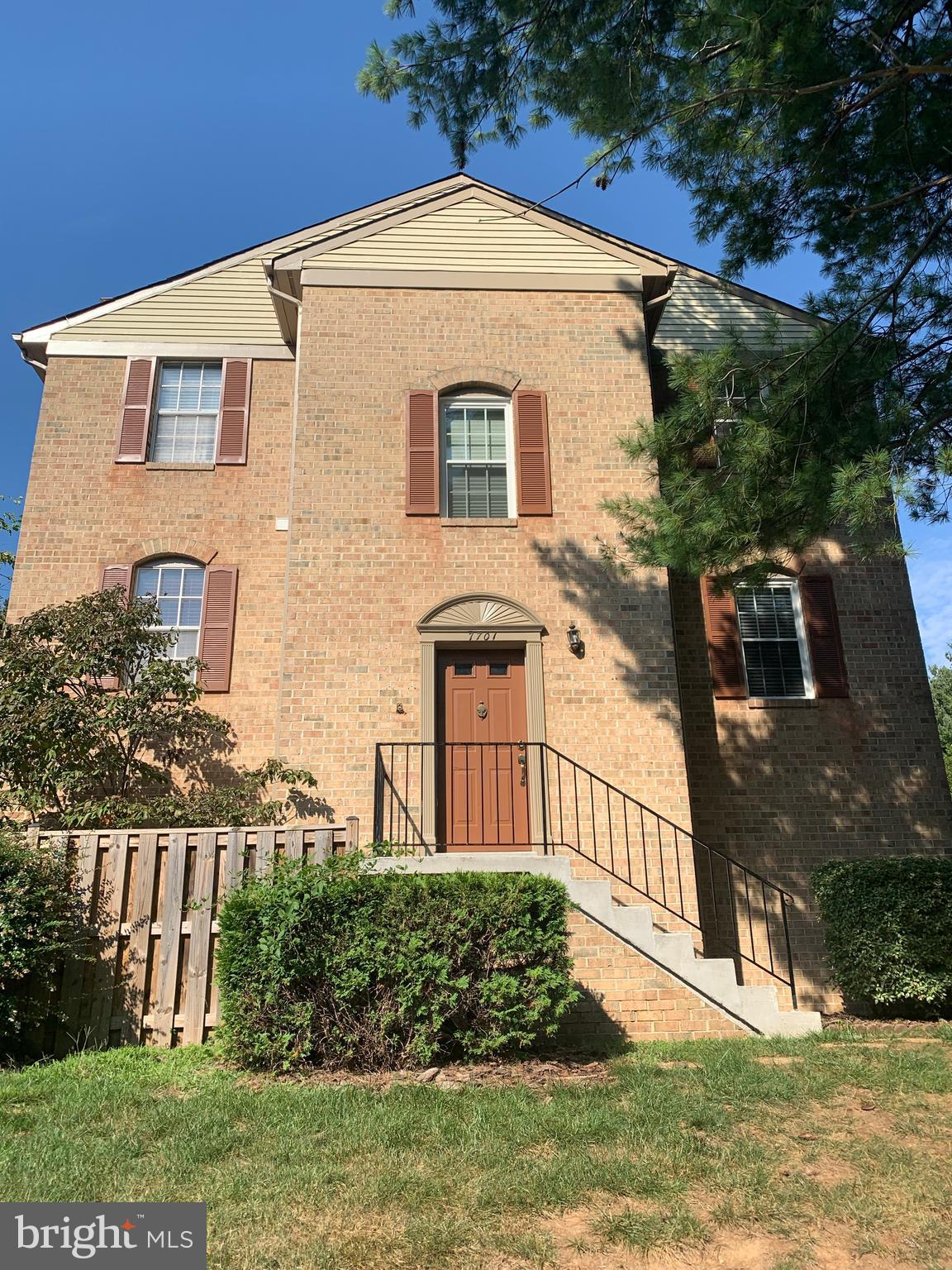 Wow! Gorgeous 3 bedroom 3/1/2 bath just painted, featuring hardwood floors in LR and DR,and coming in the upper level TREX deck with steps to backyard open floor plan kitchen and breakfast room. 1 car garage. Brick front side entryLL sliding doors to beautiful herringbone patio. Daventry offers community pool, tennis, and hiking, seller is participating in 1031 exchange. Rec room could be used as fourth bedroom just add a closet!