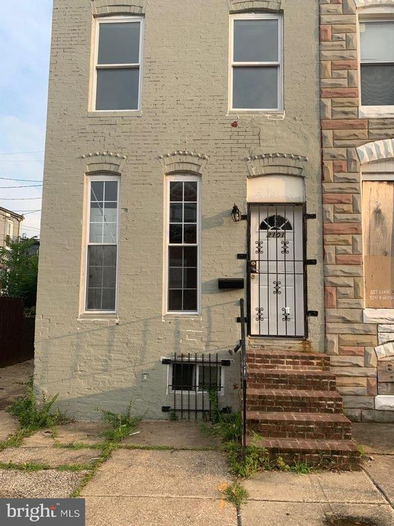 Beautifully maintained rowhouse in are prime for investors and developers.  Minor touches needed to get this property to a turnkey income property!  All offers are due by Monday, September 9th,2019 by Noon!