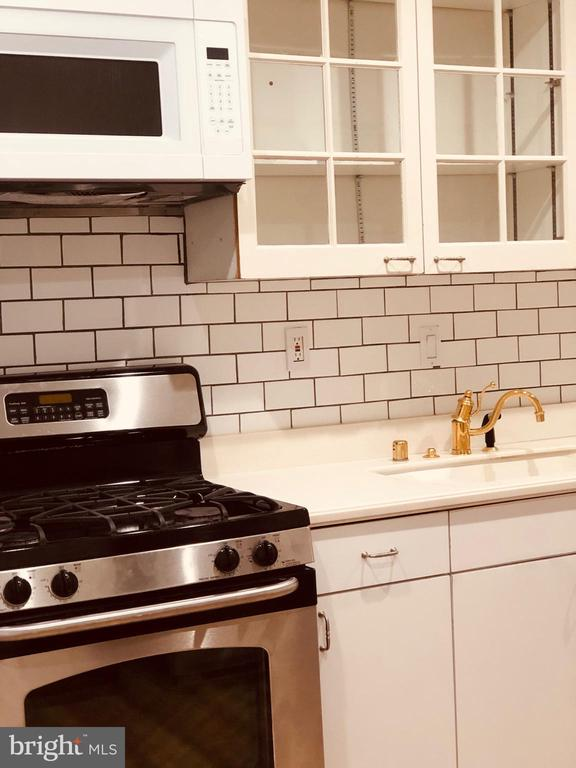 Everything you want in a rental, looks beaitiful, check out photos.Many updates. SS appliances, heating and AC, washer andryer. Located near JH hospital and  Patterson Park Park .