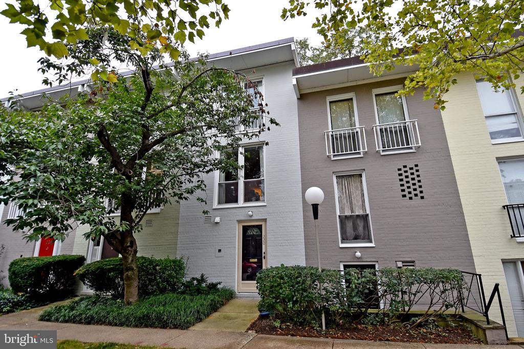 YOU WILL LOVE THIS SPACIOUS (1344 SQ FT), ALL ABOVE-GRADE,  2BR; 1.5BA TOWN HOME WITH DRAMATIC 32 FT LONG LIVING ROOM AND OPEN KITCHEN WHICH IN TURN OPENS TO BIG, BEAUT. WALLED PATIO/GARDEN. OUTDOOR SPACE THAT DEPENDING ON THE WEATHER IS A WHOLE OTHER LIVING AREA.  THIS PLACE JUST FEELS RIGHT.  IN FACT, IT FEELS LIKE HOME!  PLEASE DON'T FORGET $10,000 CLOSING COST CREDIT AND TWO YR. MAINTENANCE WARRANTY!  HOME HAS BEEN WELL-MAINTAINED WITH NUMEROUS UPGRADES OVER THE YEARS.  MO. UTIL. AVERAGE ONLY $105 (GAS & ELECTRIC).  AS FOR THE MOST IMPORTANT THING IN REAL ESTATE - LOCATION, THIS SW/WATERFRONT CLOSE-IN SITE REALLY CAN'T BE BEAT!  JUST GOOGLE IT!!  WALK TO U.S.  MALL,  THE CENTER OF WASHINGTON DC!