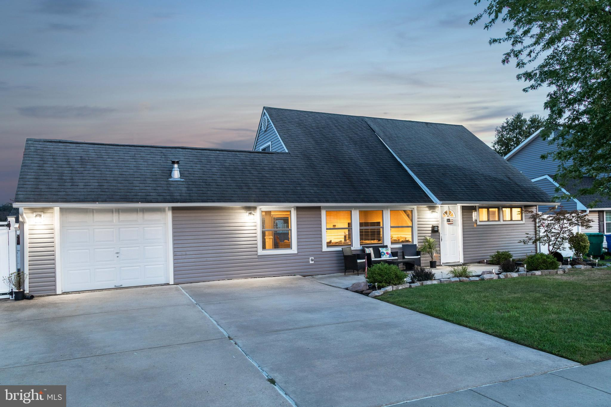 94 INDIAN RED ROAD, LEVITTOWN, PA 19057