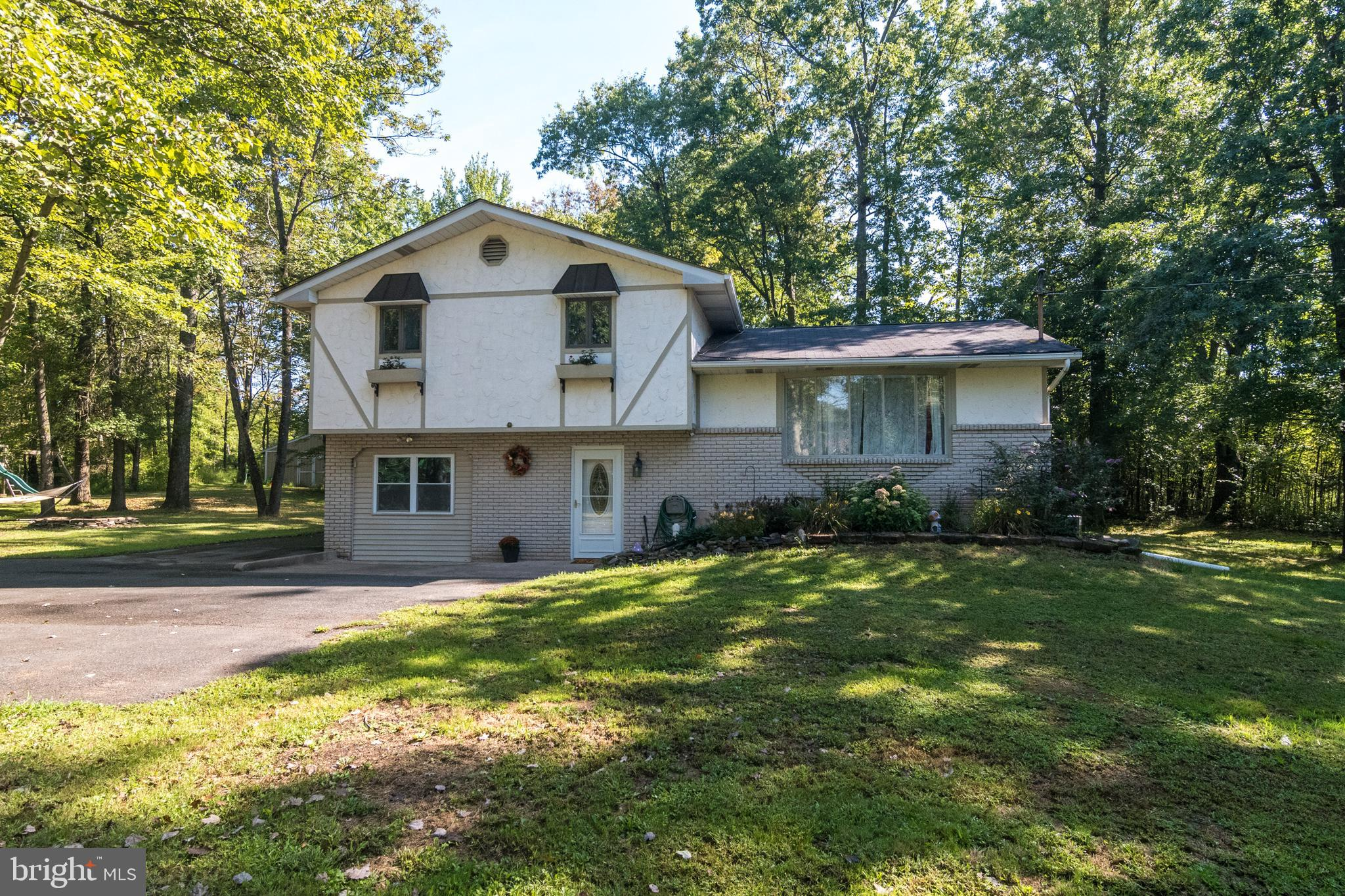 1613 MAPLE ROAD, KINTNERSVILLE, PA 18930