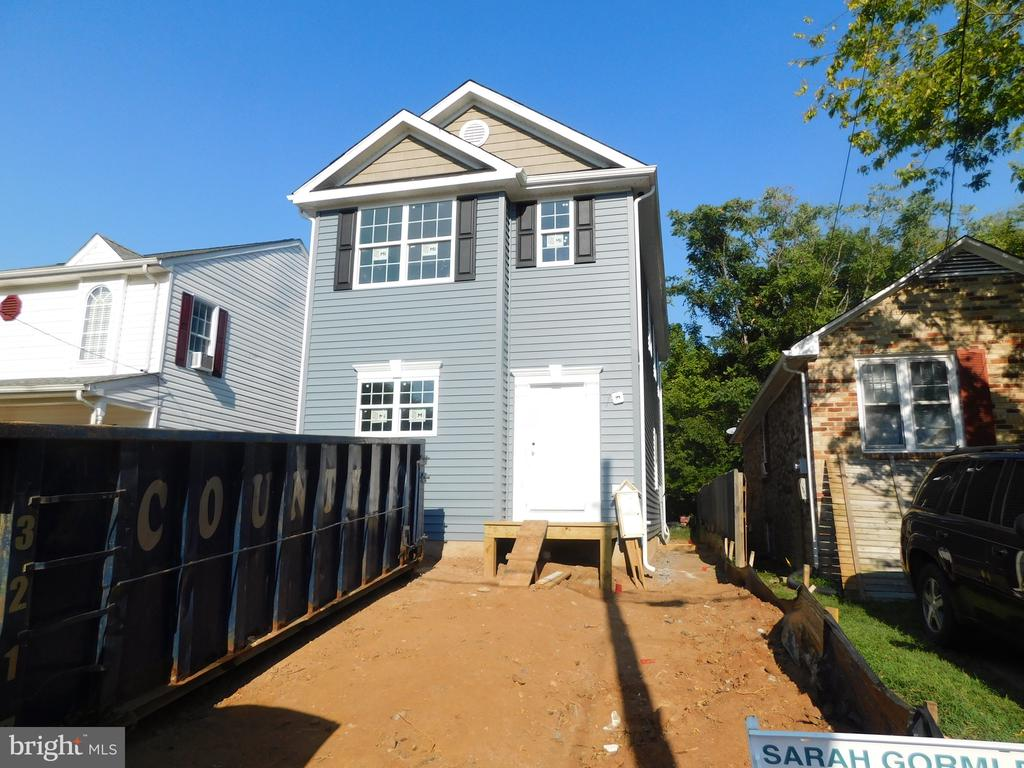 Mendleson Homes has done it again! Brand new home in the City of Fredericksburg. Delivery will be around the end of September. Buyer can pick out appliances, flooring, light fixtures, etc if done SOON and with an acceptable offer.