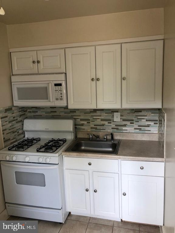 Delightful 2 bedroom 1 bathroom apartment unit.  Shared basement with washer, dryer, and storage.  Backyard space for BBQing.  Walking distance from Belvedere Square.  Just 5 minutes away from Morgan State University.