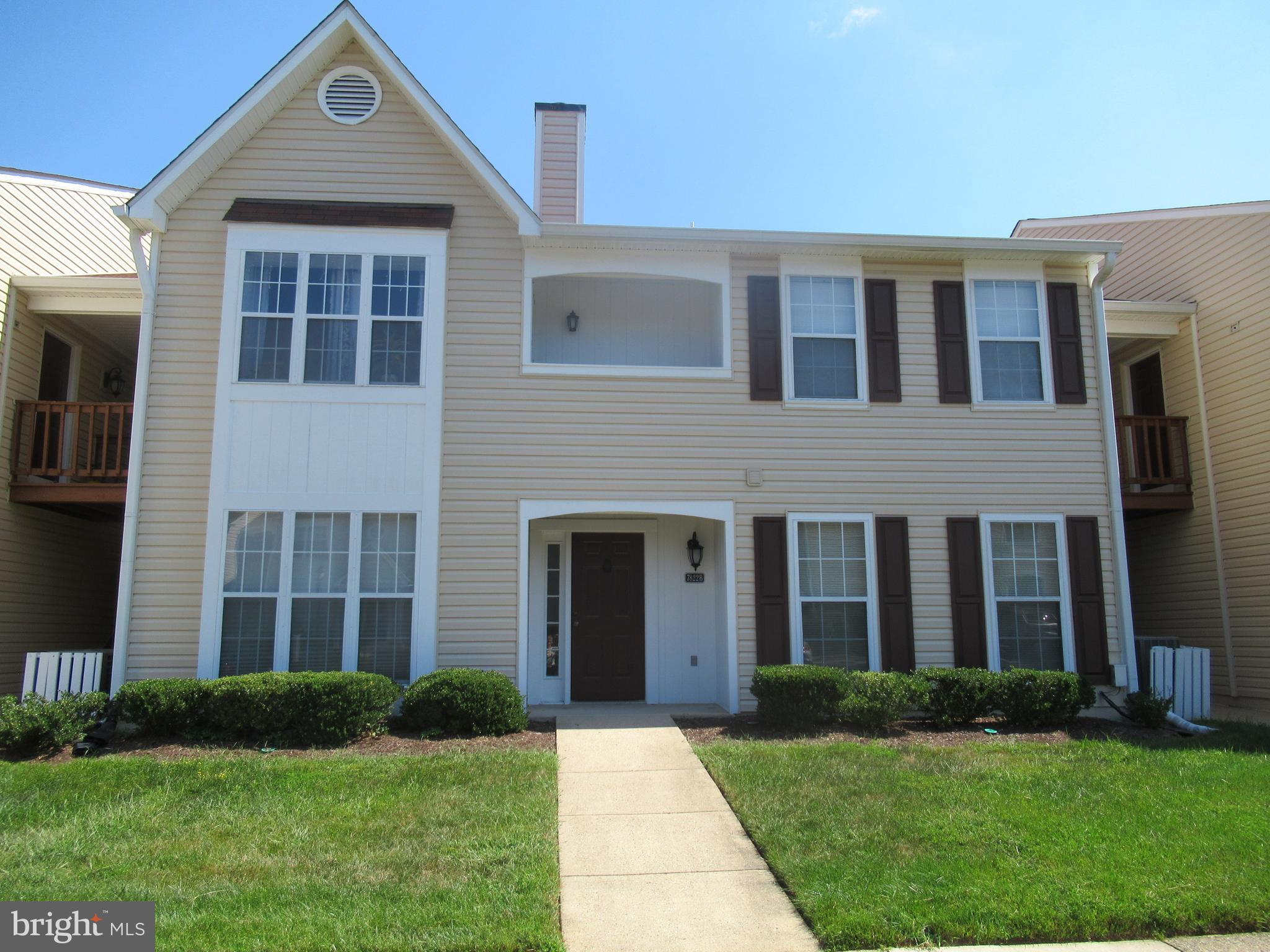 LOVELY HOME IN GREAT LOCATION- SHOWS WELL- HANDICAP ACCESSIBLE-WIDE DOOR AND  HALLWAY OPENINGS THROUGHOUT, ALL ON THE MAIN FRONT LEVEL, NO STAIRS AND EASY ACCESS TO RESERVED PARKING SPACE.  EXTRA LARGE BATHROOM, FULL SIZE WASHER AND DRYER, SPACIOUS WALK IN  STORAGE CLOSET IN BEDROOM.  MOST CONVENIENT TO 395/495 BELTWAY, FAIRFAX COUNTY PARKWAY, FORT BELVOIR, PUBLIC TRANSPORTATION, METRO AND SHOPPING.  PARKING SPACE # 76 CONVEYS, EXTRA UNASSIGNED PARKING SPACES THROUGHOUT THE COMMUNITY.  VACANT-SHOW AND SELL