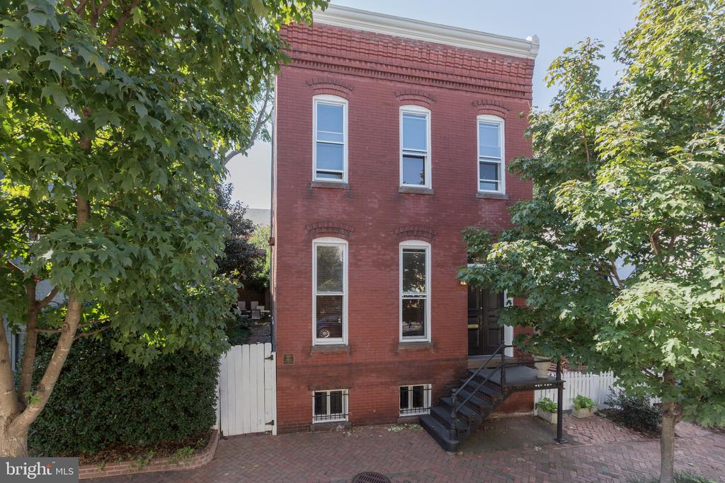 Spacious and fully detached 19th century row house, 3 bedrooms, 2 full and 1 half baths. Wood floors, high ceilings, large living spaces, eat-in kitchen, spacious side yard, garden, and patio. Finished lower level with plenty of storage space. Pets case-by-case.