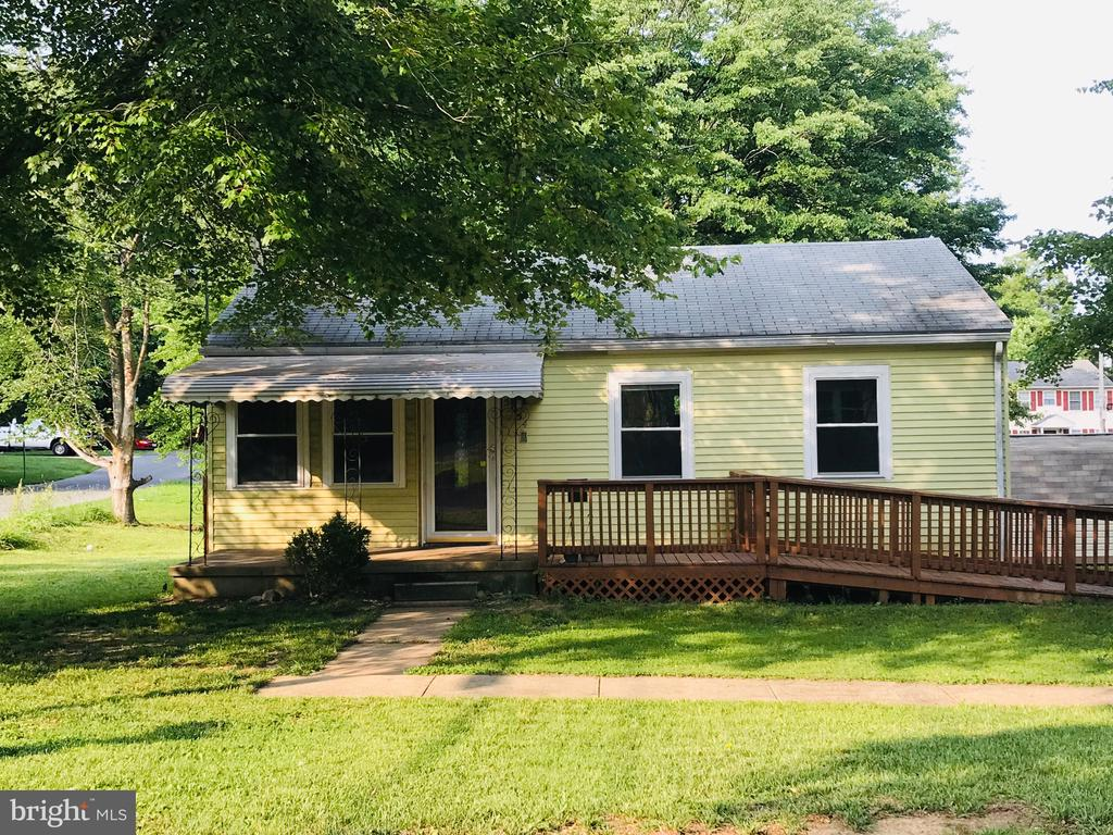 This beautiful 3 bedroom, 1 bathroom rancher is located in the quiet residential neighborhood of Catonsville Gardens. It has a very large yard and off street parking. Washer and dryer included. Close to public transportation and shopping. Vouchers are accepted. NO PET ALLOWED. NO SMOKING.
