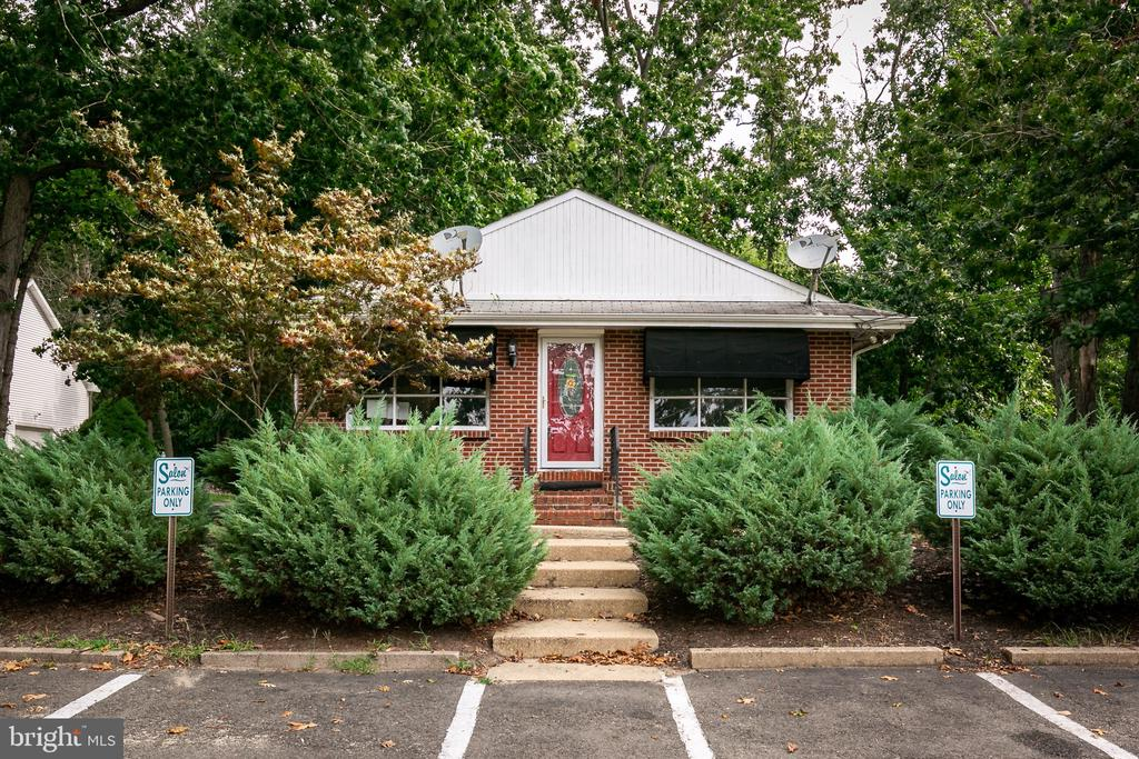 Perfect location with all the new businessses coming to Rancocas Woods.  Currently set up as a hair salon, but could be used for any business.  Parking in driveway, side, and plenty of parking that could be cleared in the back.  Easy access right off route 295. Near schools and shopping for foot traffic as well.