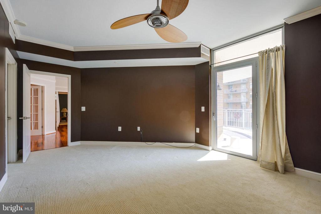 11990 MARKET STREET, RESTON, FAIRFAX Virginia 20190, 2 Bedrooms Bedrooms, ,2 BathroomsBathrooms,Residential,For Sale,MIDTOWN AT RESTON TOWN,MARKET,1,VAFX1086922