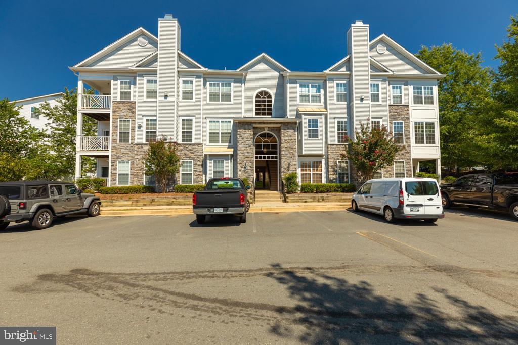5963 Founders Hill Dr #204, Alexandria, VA 22310