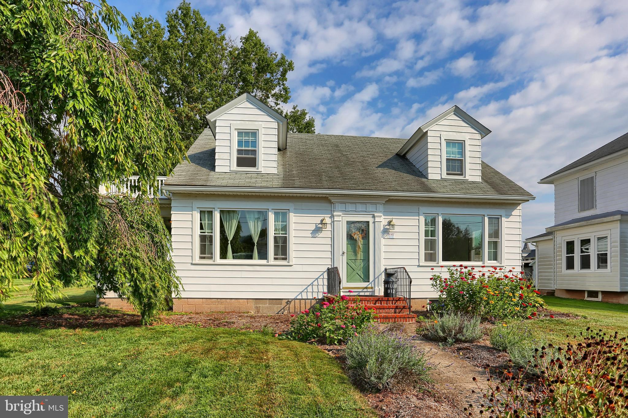912 W MAPLE STREET, VALLEY VIEW, PA 17983