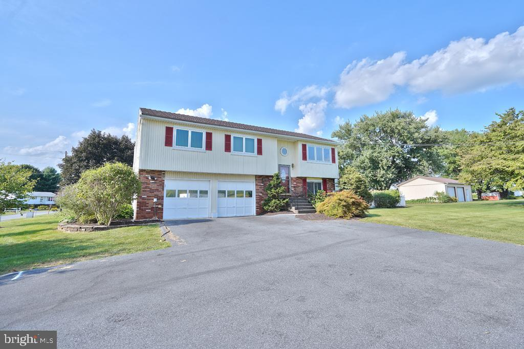 71 FOREST VIEW DRIVE, MERTZTOWN, PA 19539