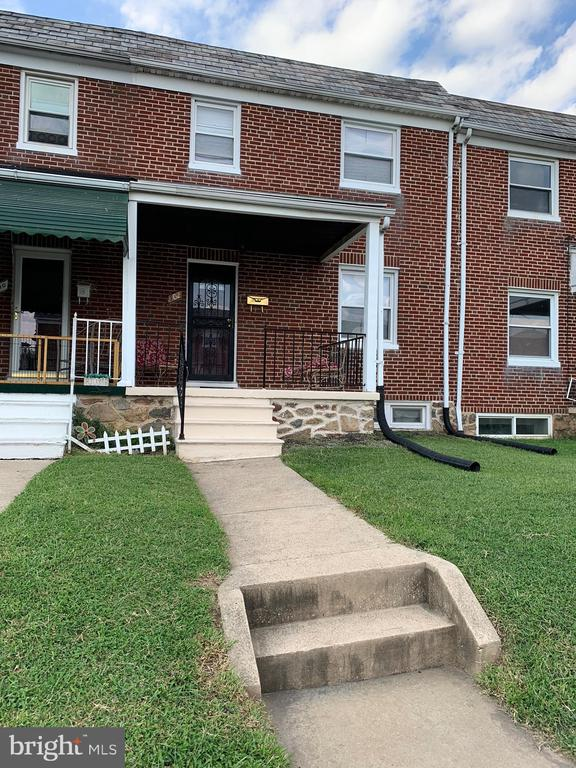 New Rental with Lovely updates... 3bedrom 2new Baths Luvlie Rental in the Waverly Neighborhood. Wood Floors, Finished Basement with separate Laundry Room.  Call now for an appt.  Will not last long.  Sweet Quiet block with lots of Greenary!!! Voucher Accepted