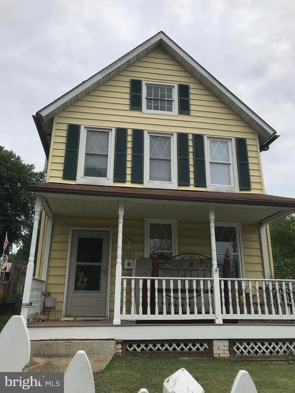 Great for Investor. Needs rehab. Being sold as is and subject to third party approval. No offers will be reviewed until 15 DOM.  All offers must be in wet signatures, no electronic signatures will be considered.