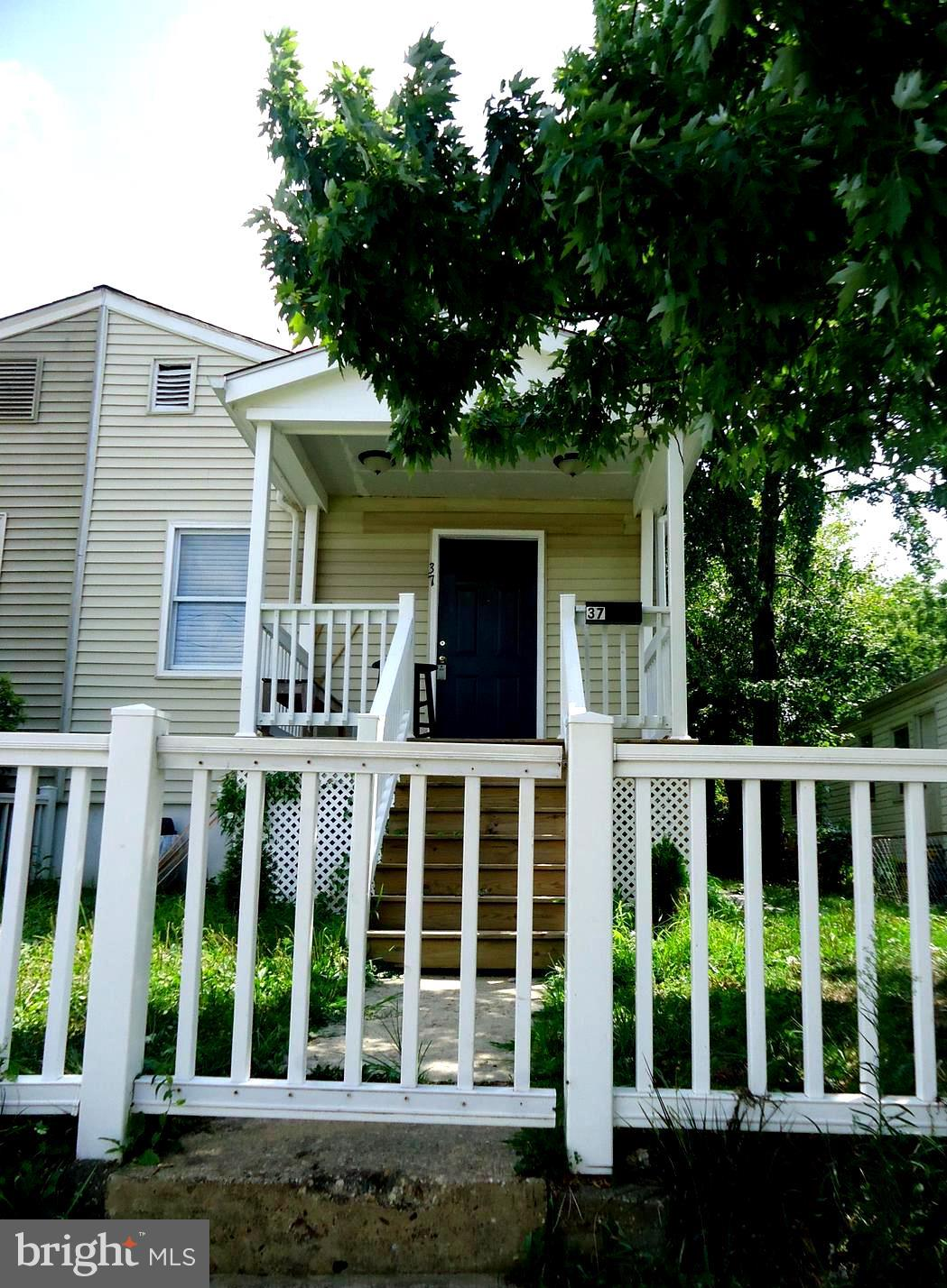 Great opportunity to buy a home! This is 2 bedroom 2 bath duplex with a separate mother-in-law suite with kitchenette and full bathroom. Spectacular location. Minutes from Crystal City, Del Ray, National Airport and DC.  3 exterior doors! Sold in As-in condition.