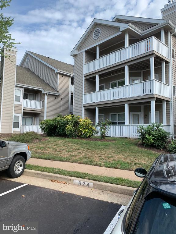 14322 Climbing Rose Way #204, Centreville, VA 20121