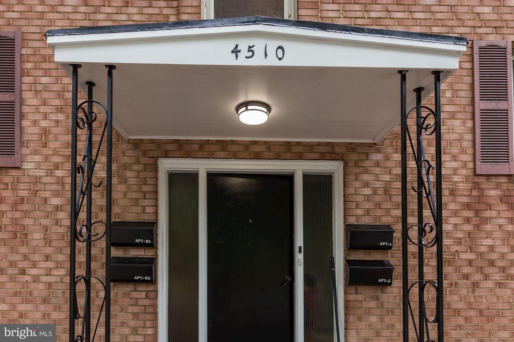 4510 Washington Blvd #B2